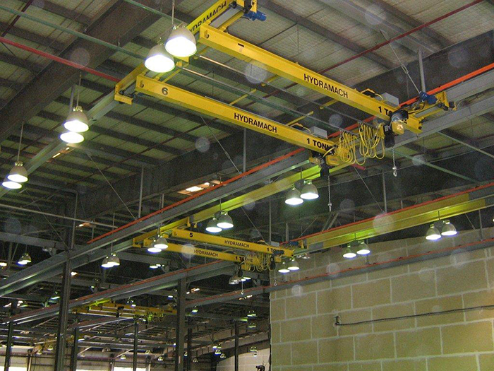 Multiple 1 ton capacity under running cranes with GIS chain hoists
